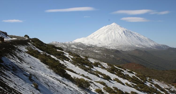 vulkan-tejde-sneg-lava-priroda-les-park-natsional-ny-j