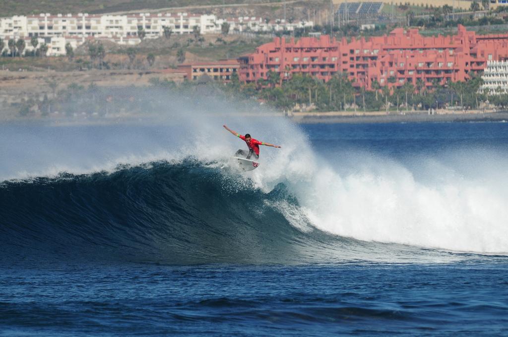 Luchshie-plyazhi-dlya-syorfinga-na-yuge-Tenerife