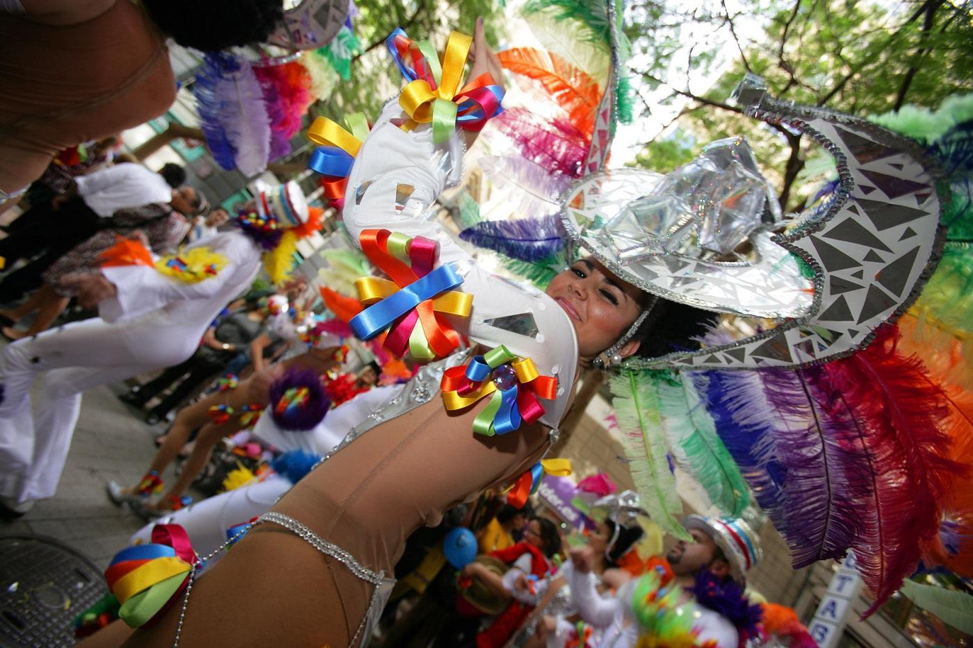 Prazdnichnaya-kaval-kada-na-karnavale-Santa-Krus-de-Tenerife-2014