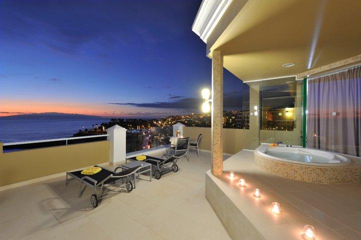 Oteli-na-Tenerife.-Nagrady-turoperatora-TUI-Jardines