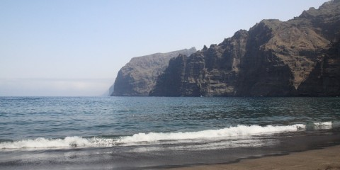 Plyazhej-na-Tenerife-Plyazh-Pue-rto-de-Sant-yago