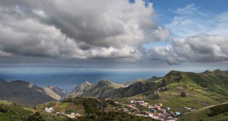 Peshehodny-j-turizm-na-Tenerife.-Sel-skij-park-Anaga